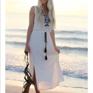 New Zara maxi dress white and black embroidery